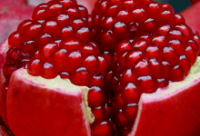 Photo of الرمان غني بالألياف الغذائية والفيتامينات والمعادن يساعد في تحسين صحة المعدة والأمعاء